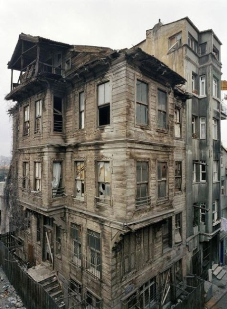 creepy-apartment